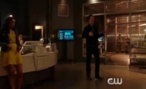The Flash 2. Sezon 20. Bölüm Fragmanı Sneak Peek